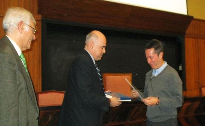 Entrega de diploma y placa de socio de honor de SEDOPTICA a Ignacio Cirac